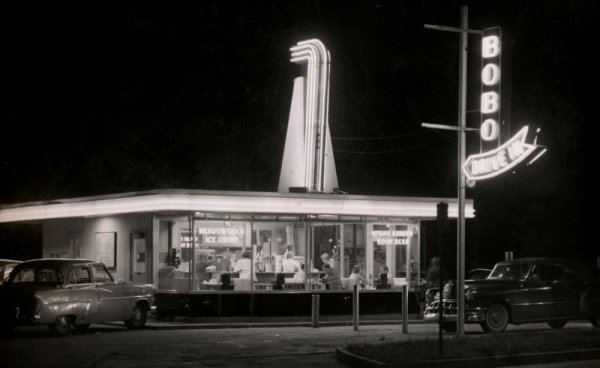 Bobo's drive in was the hip place in the early 60's!